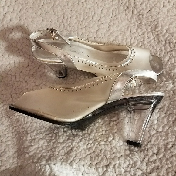 721f01a5d02 Annie Shoes - Cinderella s glass slipper. Ready for the prom